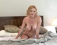 Amalia Sticks 2 Fingers In Her Nub Then Sucks Off The Irritant Juice