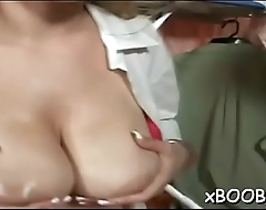 Floozy with jugs can'_t stop cumming