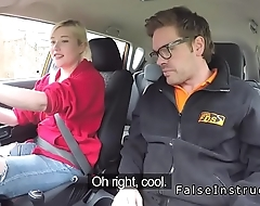 Blonde in red bra fucks cram in car
