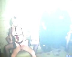 Soirée Eyes Wide Shut pour cette maman, masque et sodomie [Full Video]