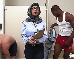 2 schlongs get stroked wide of arab babe