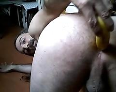 gringo americano en mexico desnudo  cojiendo su culo con un platano video 2