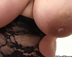 English BBW milf Sookie Blues uncovers the brush succulent making