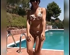 Girl move her hot ass